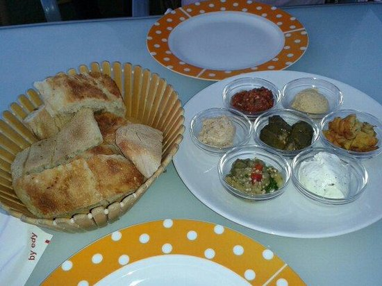 Manzara Restaurant: Tiny portions of Maza (Sampler)