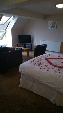 Boathouse Hotel: Huge superior bedroom room 4