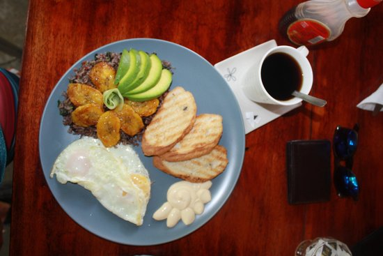 Cabuya Bakery and Cafe: Good food!