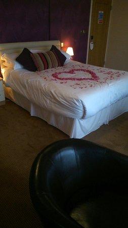 Boathouse Hotel: Comfy huge bed