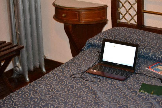 Hotel Granvia: Интерьер номера