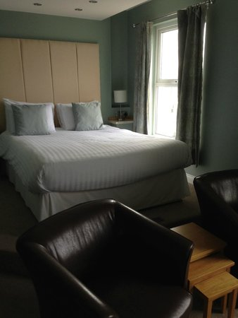 The Pentire Hotel: nice raised bed was very comfy