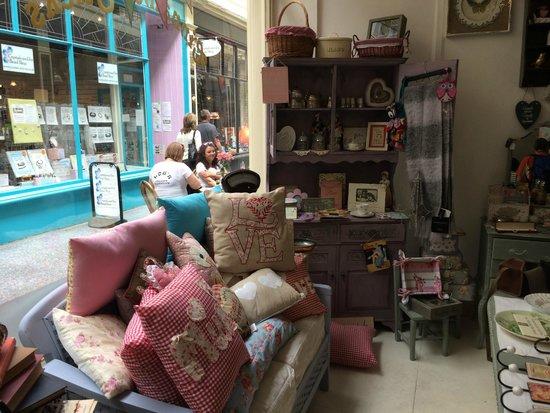 Cinnamon Sticks Vintage Shop and Tea Room : Antiques etc for sale