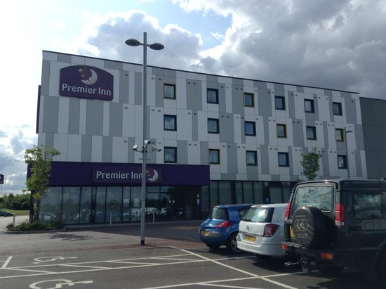 Premier Inn London Stansted Airport Hotel: The Exterior