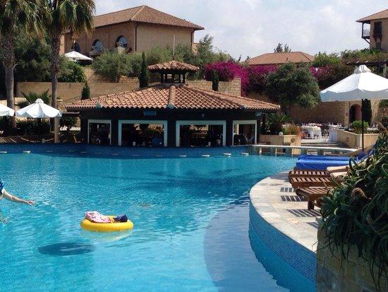 Elysium Hotel: Swim up bar