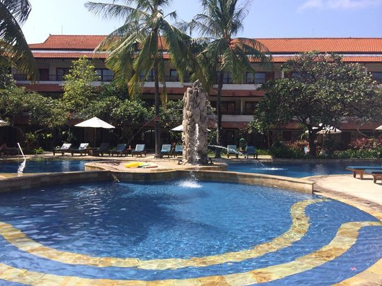 Bali Rani Hotel: The stunning pool!