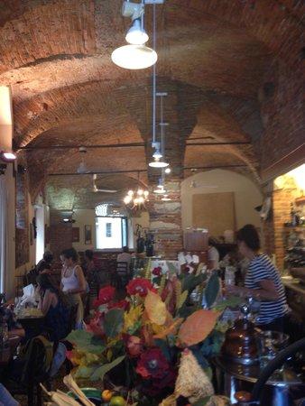 Osteria Baralla : Bar and restaurant area