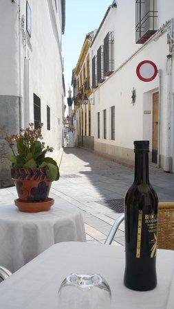 Taberna Luque: enjoying the outside table