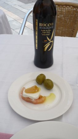 Taberna Luque: appetizer nicely offered