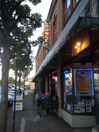 Birch Street Uptown Lounge
