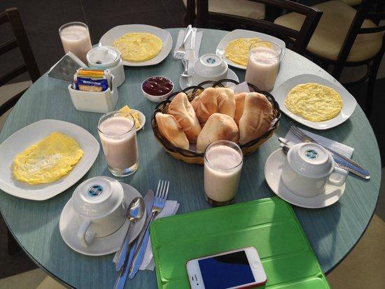 Le Foyer Hostel : Завтрак. Hostal La Foyer