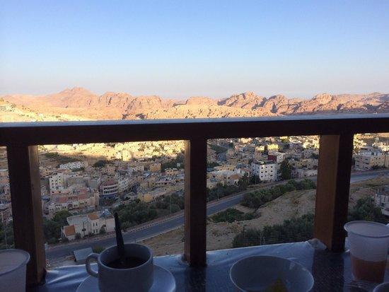 Rocky Mountain Hotel: La vue pendant le petit déjeuner.