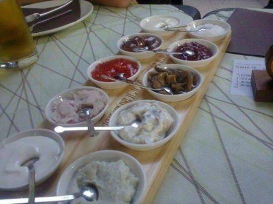 Tigella Bella : i condimenti (la foto scattata mi è stata inviata da un amico che ha cenato qualche giorno dopo)