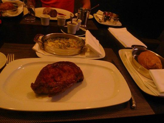 George Prime Steak : Rib-Eye Steak mit Ofenkartoffel und Spinat