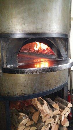 La Vecchia Signora : Real Italian wood pizza oven.