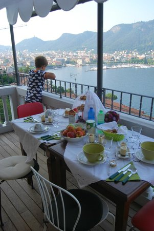 54b Bed&Breakfast: Wonderful view and breakfast.