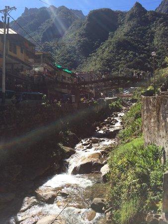 Machu Picchu Pueblo: Junto al terminal del bus que sube a Machu Pichu