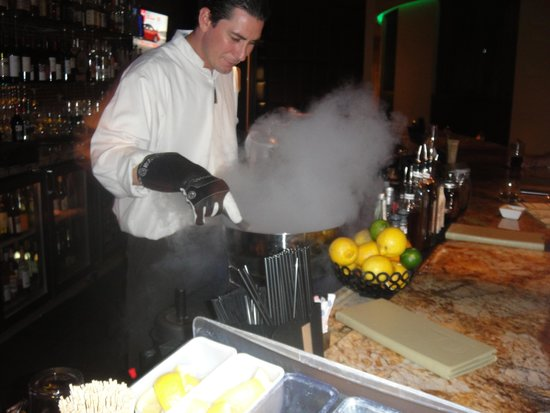 Sheraton Grand Phoenix : Making that amazing Margarita