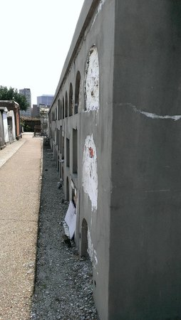 Magic Tours: A long row of tombs in St. Louis Cemetery #1