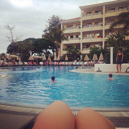 Aparthotel Parque de la Paz : Poolside