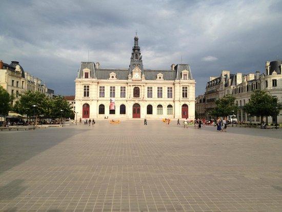 Ibis Styles Poitiers Centre : Hotel de Ville, Poitiers
