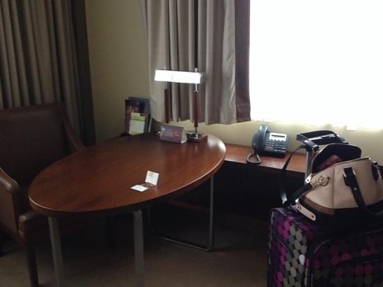 Sheraton Poznan Hotel: table