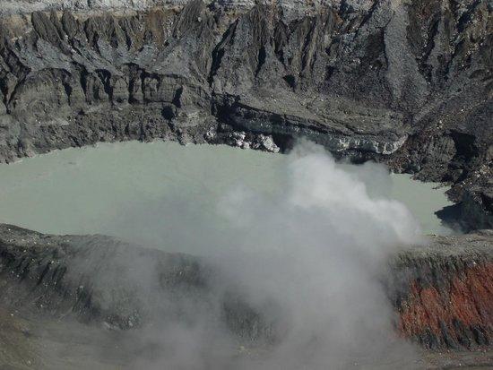 Poas Volcano: Cratère principal
