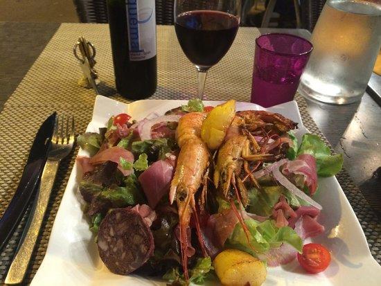 Can Jordi : Très bonne salade de la mer et montagne. Et son vin de l'Agly !