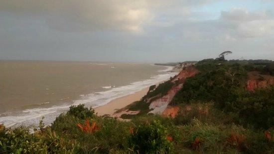 Club Med Trancoso: Vista da praia e falésias do jardim do hotel