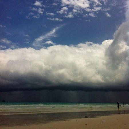 Boracay Tourists' Inn: Bizarre but beautiful sky