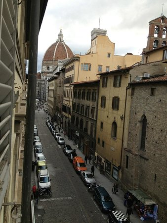 Hotel Laurus al Duomo : View of the Duomo from our room!