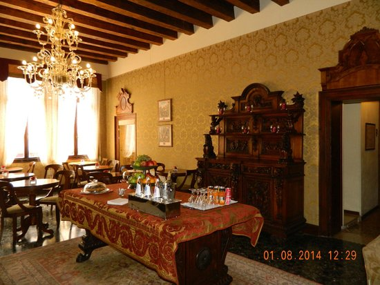 Ca' Priuli: breakfast room