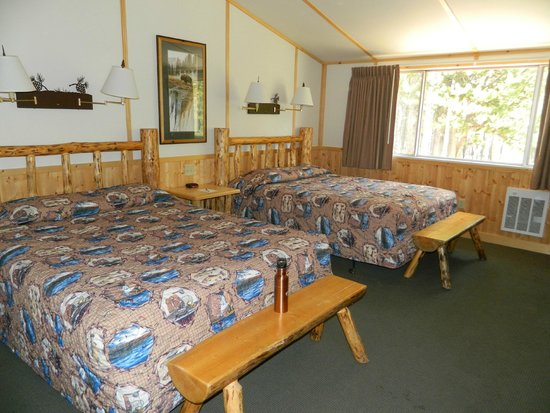Canyon Lodge and Cabins: Our room (Western Cabin)