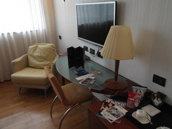 NH Milano Machiavelli : TV, revistas, café, infusiones, minibar