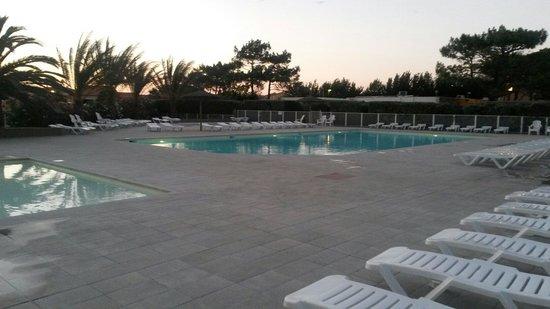 Village Club Cap'vacances de Port-Barcarès : Soleil couchant sur la piscine