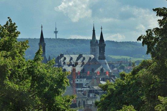 Pullman Aachen Quellenhof : Zimmerblick 437 auf das Rathaus