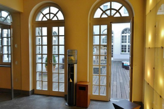 Pullman Aachen Quellenhof : Spa mit Innenhof-Terrasse