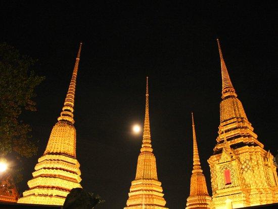 Wat Pho (Tempel des liegenden Buddha): 臥佛寺月圓夜景
