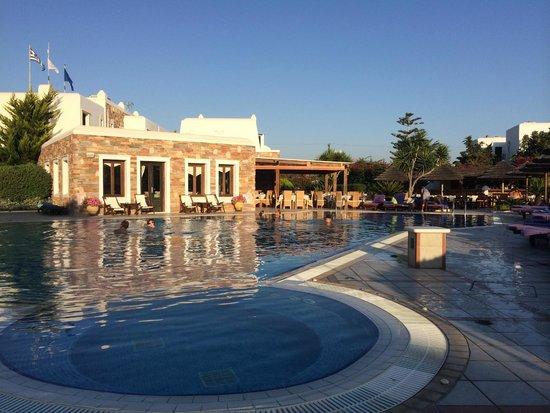 Naxos Resort Beach Hotel : Zwembad