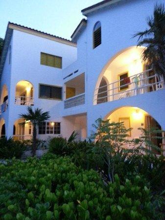Caribbean Villas Hotel : view from beach