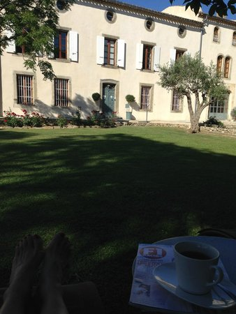 Chateau de Palaja : Lounging in the grounds