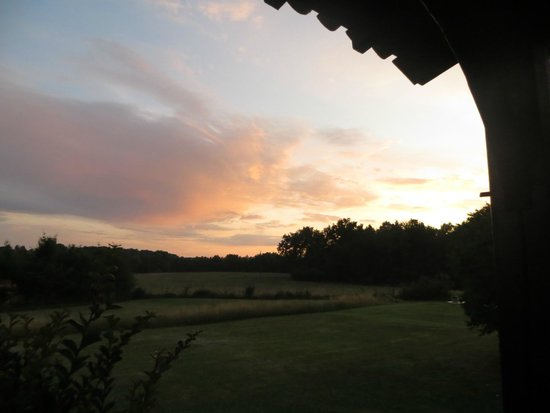 Bourniquel, Prancis: Twilight view from The Cottage