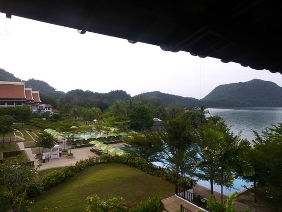 The Westin Langkawi Resort & Spa : Pool, grounds and beach