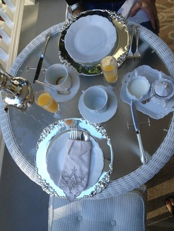 Tin Lizzie Inn : La vaisselle du petit-déjeuner raffinée