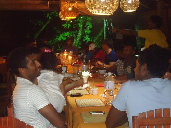 Tartaruga Hotel & Beach Restaurant: SL cricket team at tartaruga
