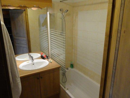Residence Club mmv Le Hameau des Airelles : Salle de bains