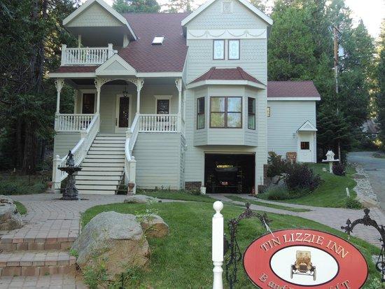 Tin Lizzie Inn: La maison-B & B