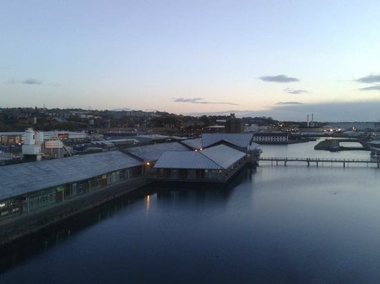 Apex City Quay Hotel & Spa: View of restaurants on the Quay from Hotel room