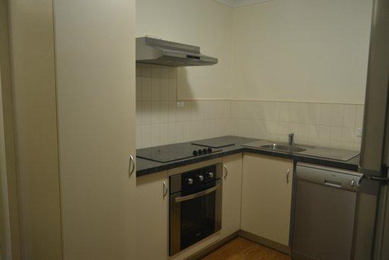 Best Western Northbridge Apartments: kitchen