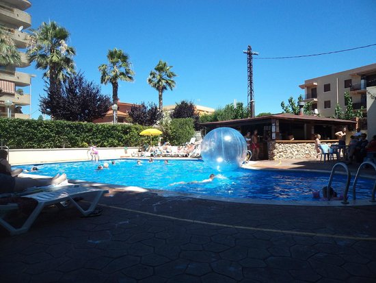 Hotel Villamarina Club: poolside bar and grill